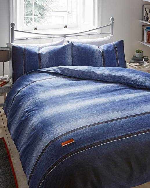 Denim bedding makes a unique addition to one of the coziest rooms of the house. With bold colors and soft, smooth fabrics, denim bedding is the perfect cross between both softness and hardness. Lauren by Ralph Lauren offers a collection of bedding for those people who are university bound.