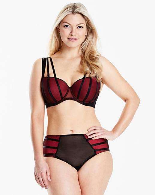 Whichever bra you need - from extra support for sports, maternity or nursing to your daughter's first bra – you'll find it in our extensive lingerie selection from top brands including Triumph and Playtex.