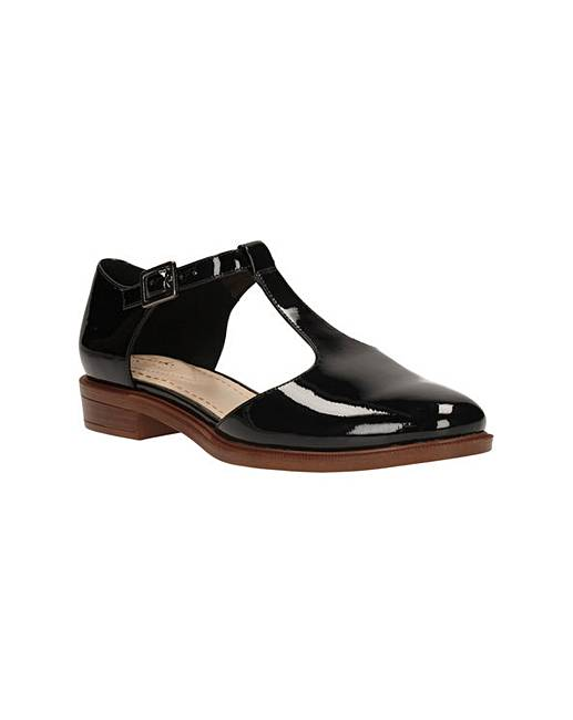 Clarks Taylor Palm Standard Fitting