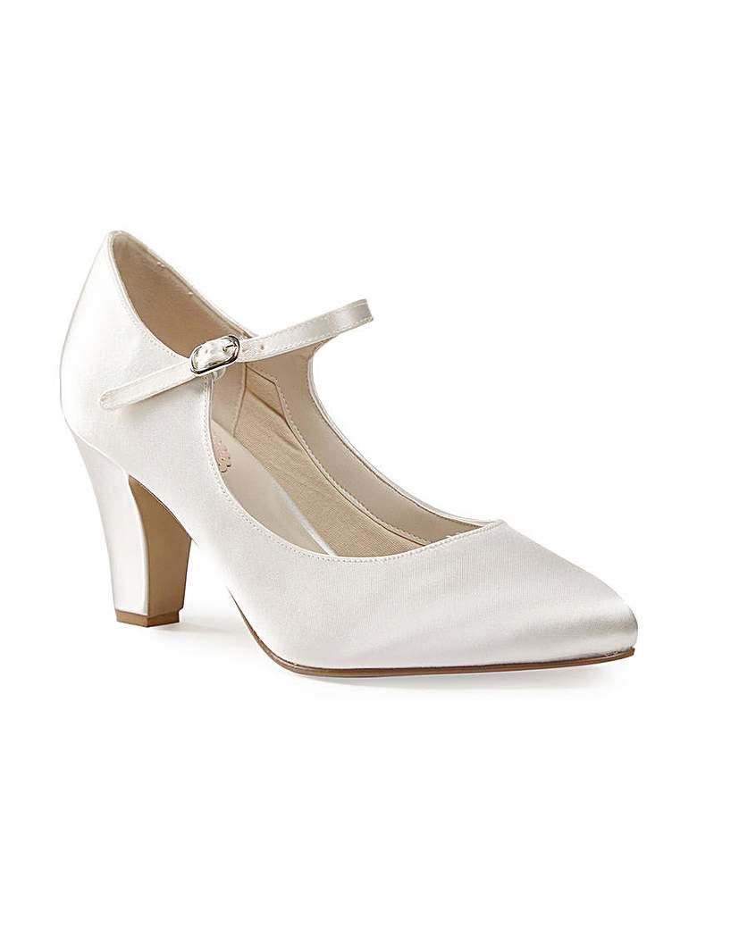 1940s Style Wedding Dresses | Classic Wedding Dresses Paradox London Radiance Court Shoes £69.00 AT vintagedancer.com