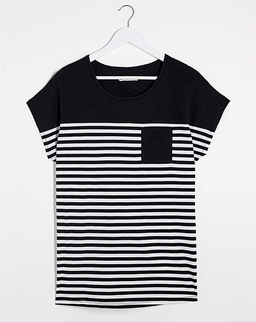 Capsule Curved Hem Pocket T-Shirt
