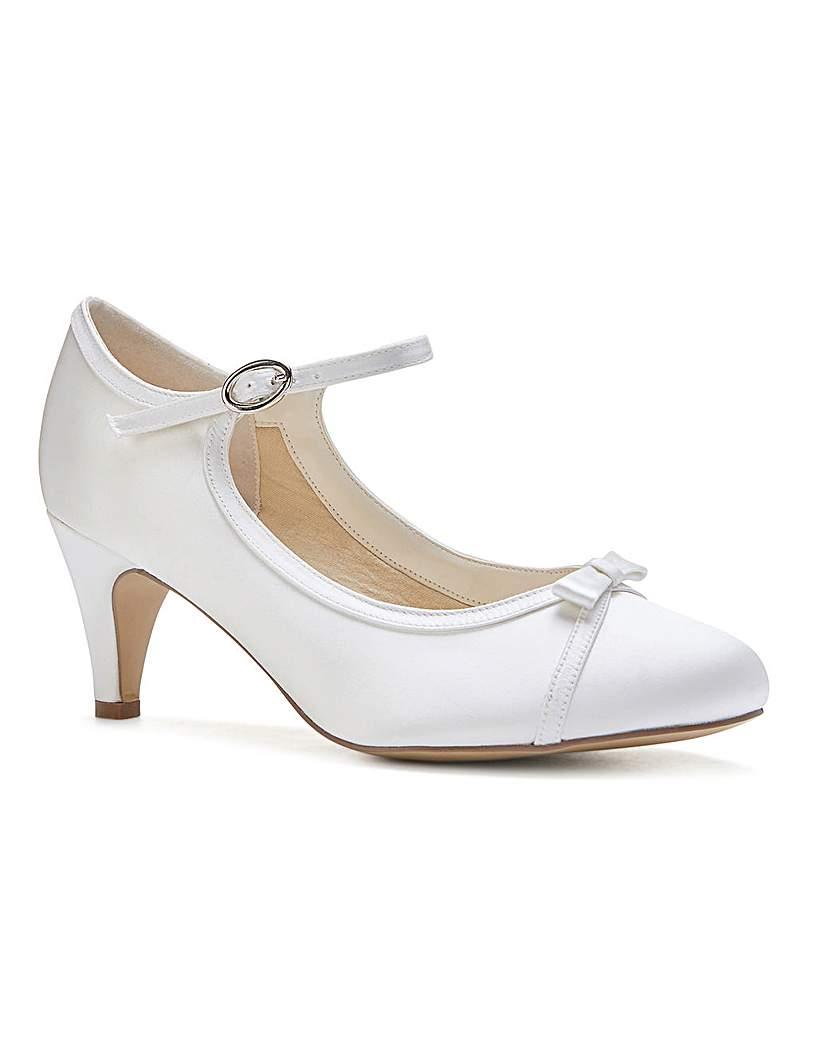 Vintage Inspired Wedding Dress | Vintage Style Wedding Dresses Paradox London April Court Shoes £75.00 AT vintagedancer.com