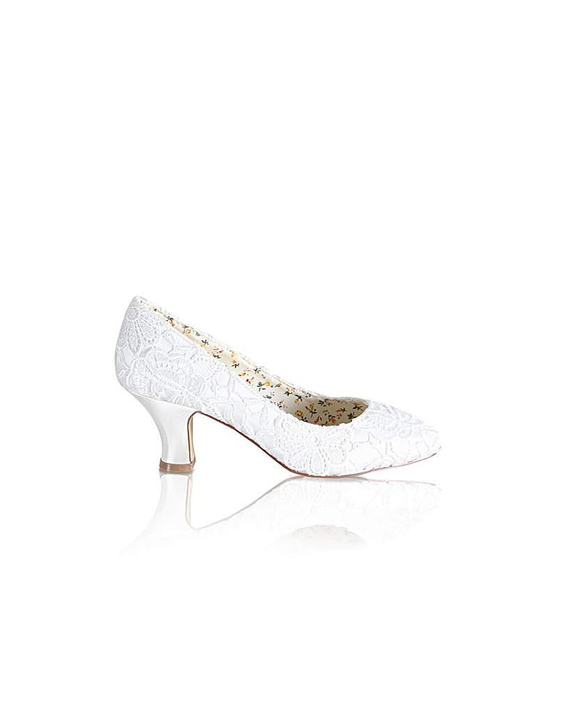 Vintage Style Wedding Shoes, Boots, Flats, Heels Perfect Lace Court Shoe £75.00 AT vintagedancer.com