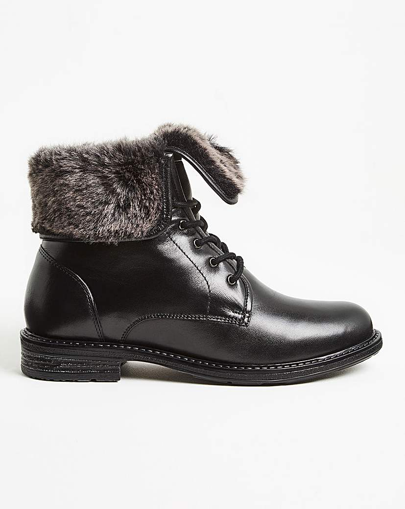 1940s Women's Footwear Lace Boot with Warm Collar EEE Fit £55.00 AT vintagedancer.com