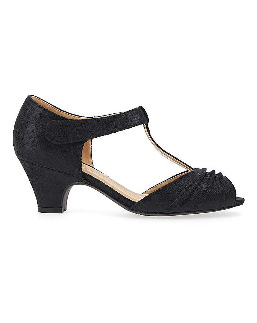 1940s Women's Footwear Occasion T Bar Shoes EEE Fit £30.00 AT vintagedancer.com