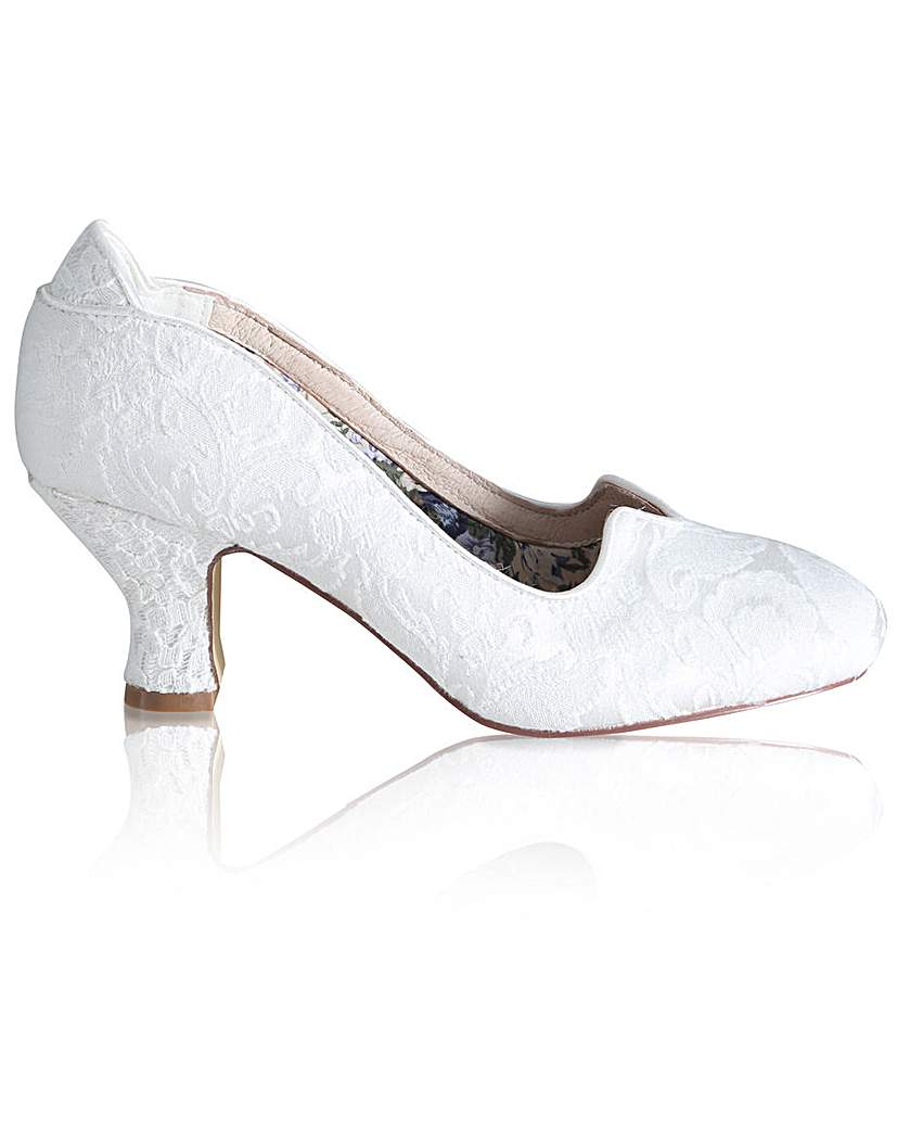 1940s Style Wedding Dresses | Classic Wedding Dresses Perfect Vivian Brocade Court £85.00 AT vintagedancer.com