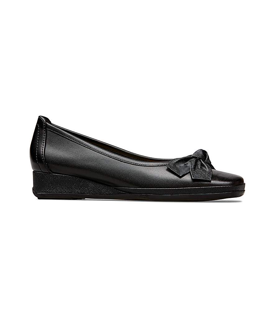 Retro Vintage Style Wide Shoes Van Dal Barbados II Pumps Wider EE Fit £70.00 AT vintagedancer.com