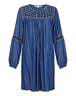 Yumi Curves Chambray Embroidered Tunic