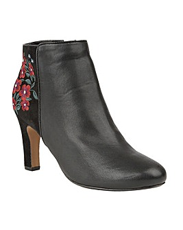 LOTUS PARISA ANKLE BOOTS
