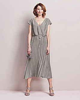 Drop sleeve Pleated Dress