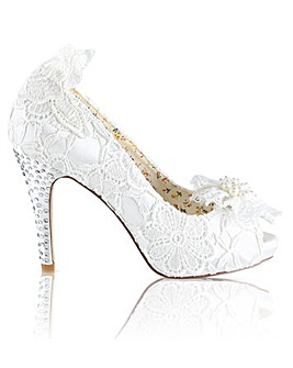 Perfect Vintage Inspired Lace Shoe