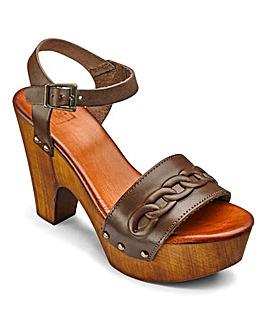 Sole Diva Platform Sandal E Fit