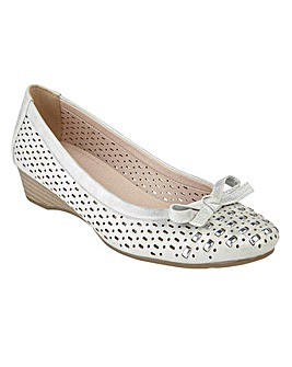 LOTUS BUTTON CASUAL SHOES