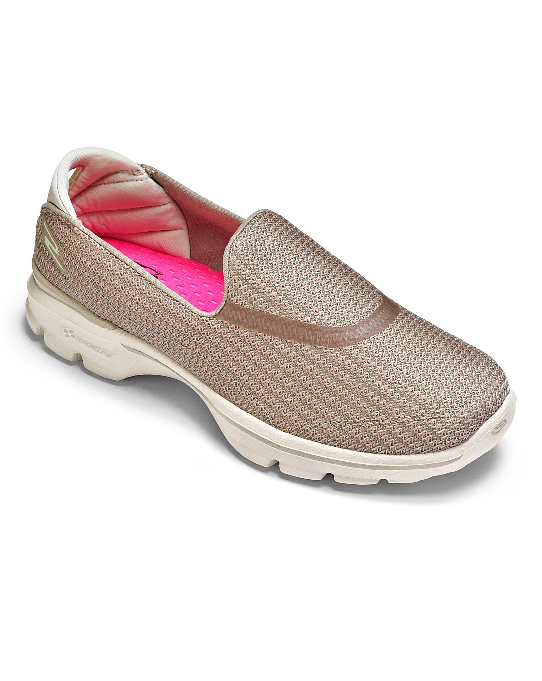 winkel bestsellers op voeten bij sportschoenen Skechers Go Walk 3 Trainers Wide Fit